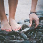 足の親指だけ爪がでこぼこの場合は何科に行けばいい?塗り薬で治る?