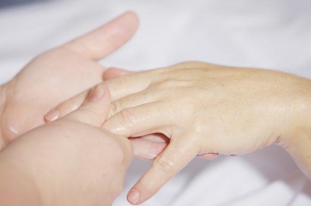 爪 でこぼこ 原因 親指 治し方 改善