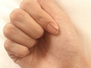 爪 薄い黒い線 老化